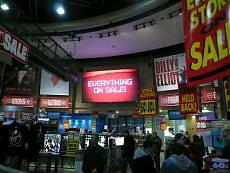 Si spegne un'icona di Times Square Virgin liquida, tagli in tutti gli Usa