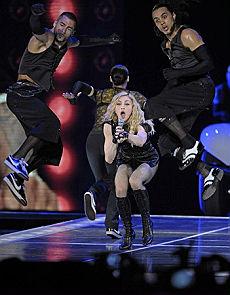 Madonna a San Siro, entusiasmo omaggio a Jacko e bacio saffico