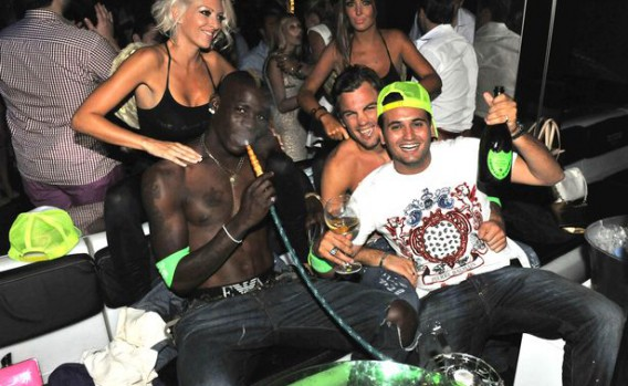 mario-balotelli-has-some-fun-in-saint-tropez-at-the-world-famous-club-the-vip-room-1136854